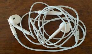 Cómo evitar que los auriculares se enreden