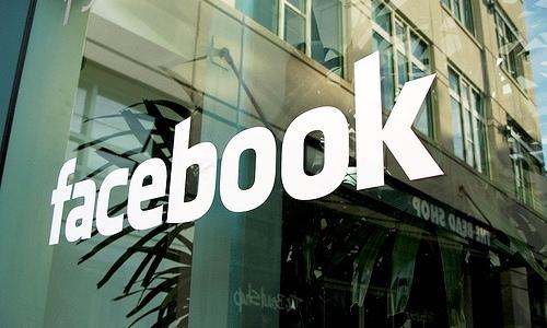 Usuarios llaman al 911 por caída de Facebook