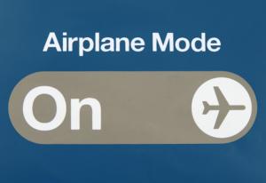5 ventajas de poner tu móvil en «Modo Avión»